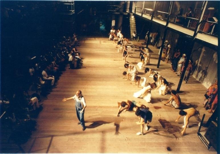 carlos petrovich e mais 59 atores e atrizes em cena de UM TAL DE DOM QUIXOTE peça q reinaugurou o teatro vila velha em 1968 - foto: marcio lima